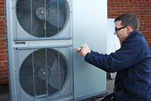 Air source heat pump maintenance